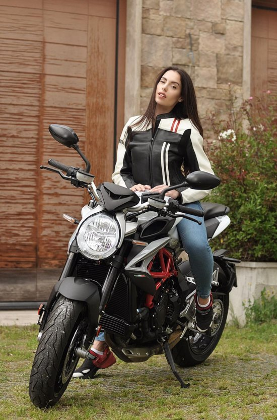 Carlotta Maggiorana & MV Agusta Dragster 800RR on Ridin\'GirlsBlog