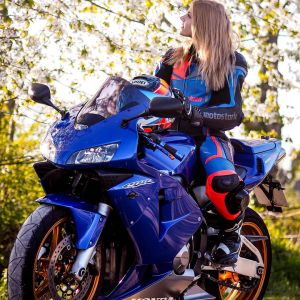 Finja & Honda CBR600RR on RidinGirlsBlog