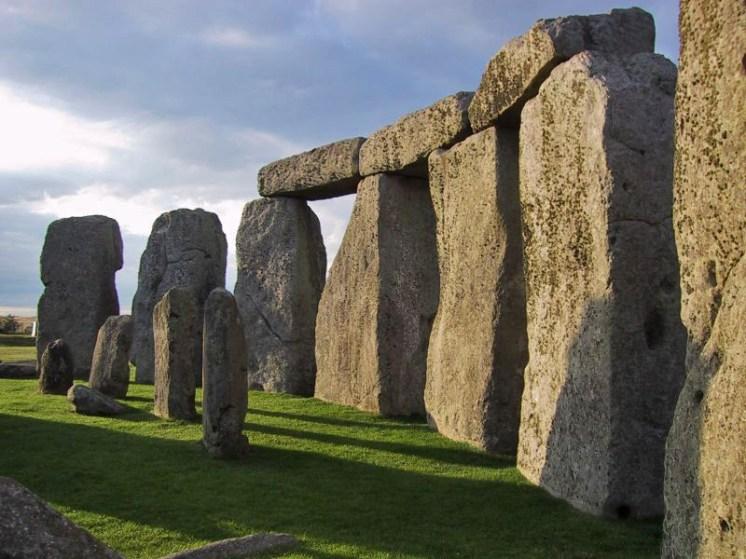 Stonehenge buatan bangsa mosram dengan bantuan manusia 02