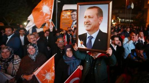 حزب العدالة والتنمية التركي يستعيد الغالبية المطلقة في البرلمان