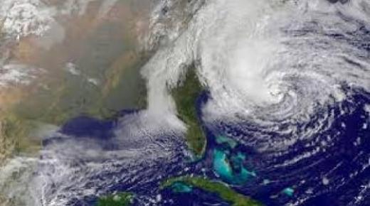 هكذا حذر المركز الأمريكي للأعاصير من إعصار مدمر قريب من المغرب