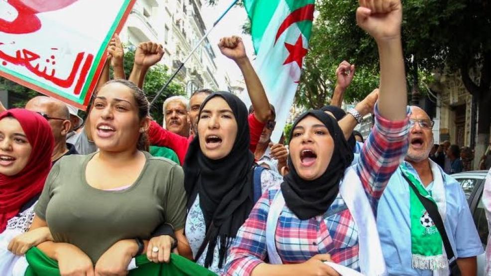 أمام تخوفات النظام.. مئات الجزائريين يتظاهرون بباريس في الذكرى الثانية للحراك الشعبي