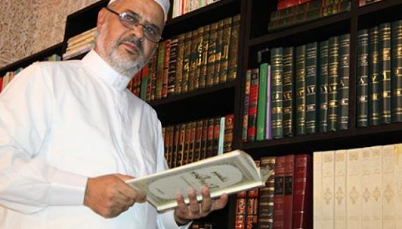 هل سيخلف أحمد الريسوني القرضاوي في رئاسة الاتحاد العالمي للعلماء المسلمين