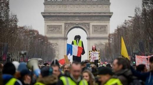 """نشطاء """"السترات الصفراء"""" يعودون إلى شوارع فرنسا"""