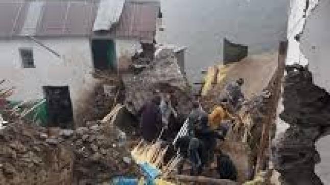 صادم: انهيار صخري مفاجئ يقتل شيخا بمنزله