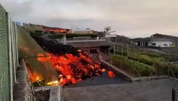 الحمم البركانية تواصل زحفها نحو المحيط مهددة عشرات القرى والبلدات بجزر الكناري