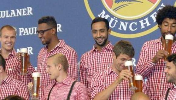 بالصور.. بنعطية يرفض حمل كأس البيرة في أول ظهور له مع فريقه البافاري