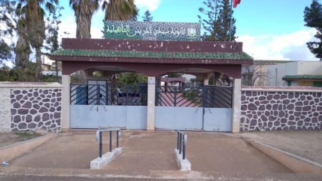 إعفاء مدير ثانوية بوجدة بعد تفجر قضية قطع أشجار المؤسسة (صور)