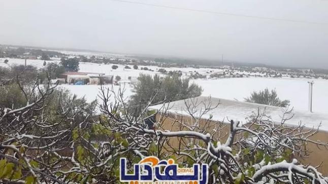 مدن جهة الشرق تكتسي البياض بعد تساقطات ثلجية (+صور)