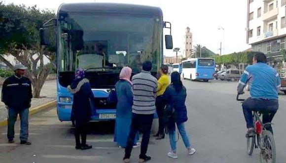 طلبة سلوان يستنكرون شروط حافلات النقل الحضري