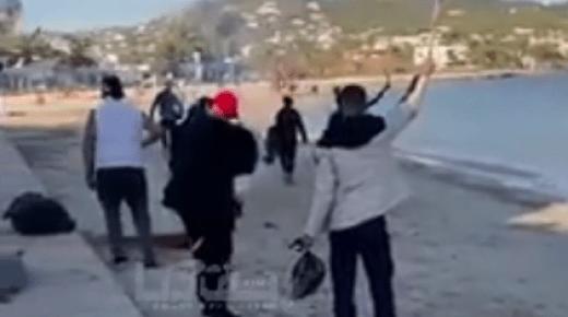 """غريب: """"حراكة"""" مغاربة يطلقون النار فرحا بوصولهم لإسبانيا (+فيديو)"""