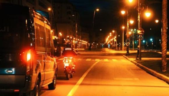 إرهاصات تشير إلى ذلك.. هل تتراجع الحكومة عن قرار حظر التنقل في الثامنة ليلا بالمغرب؟