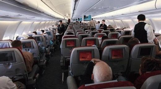 أسرار يفصح عنها مضيفو الطائرات ستغيِّر تجربة سفرك جواً