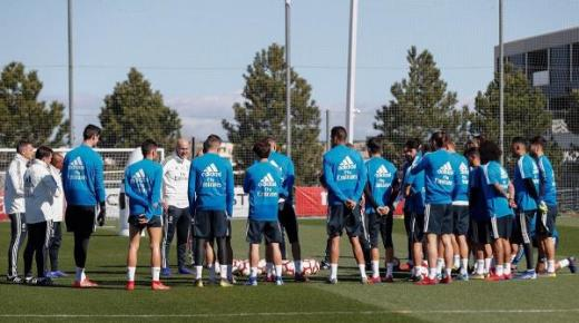 بسبب فيروس كورونا.. ريال مدريد يفقد نجمين بارزين بعد تأكد إصابتهما