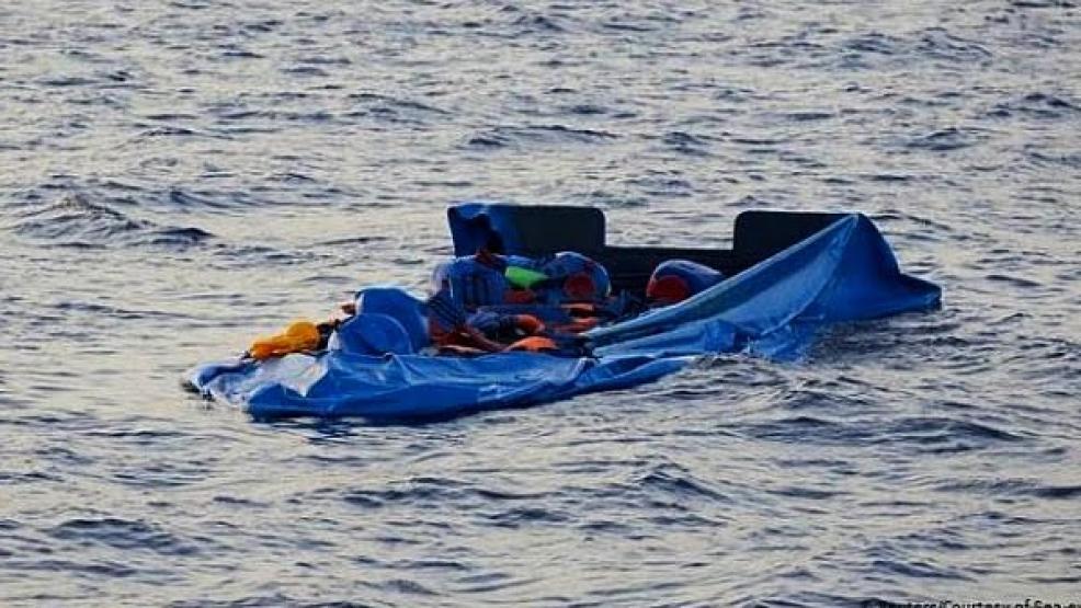 """غرق عائلة بأكملها في البحر..كانوا في رحلة على متن """"قارب للموت"""""""