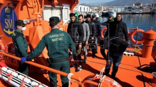 الشرطة الاسبانية تفرج عن 12 مهاجرا سريا ريفيا تم انقاذهم االخميس الماضي