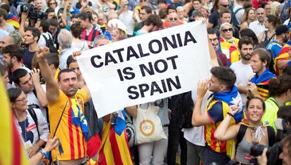 إسبانيا تفرج عن قادة كتالونيا الانفصاليين وسط غضب سياسي