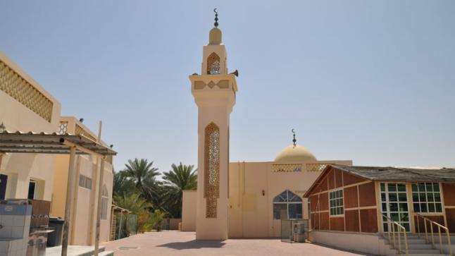 """سابقة.. مسجد في الجزائر يبث أغاني احتفالا بـ""""يناير"""" ويثير جدلا واسعا"""