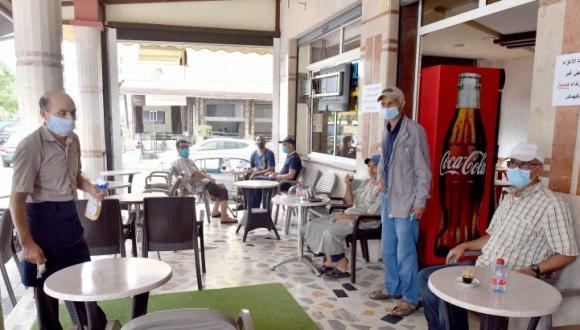 مهنيو المقاهي والمطاعم يصعدون ويقررون الخروج للشارع للاحتجاج والاعتصام ضد قرار الحكومة
