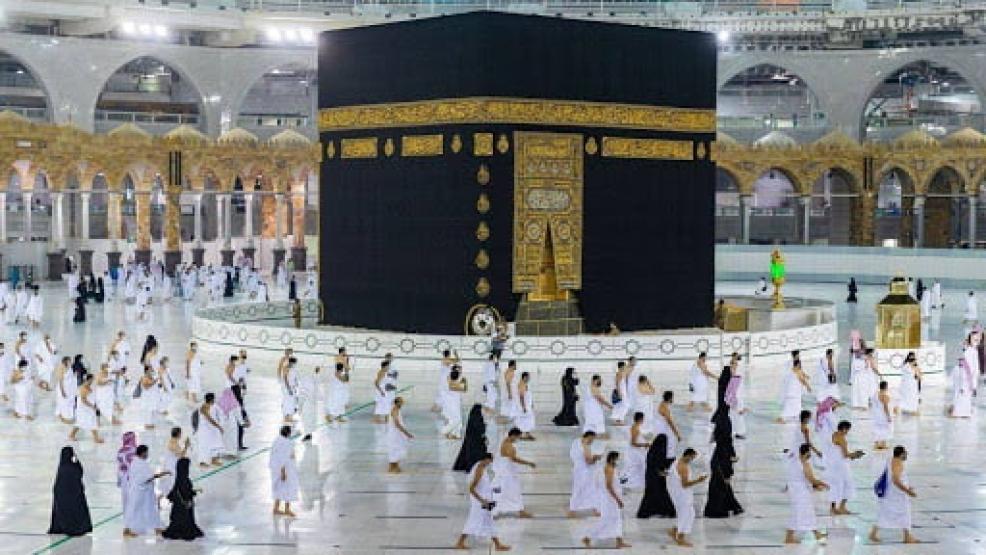 إقامة التراويح وتعليق الإفطار والاعتكاف.. السعودية تعلن خطتها في رمضان
