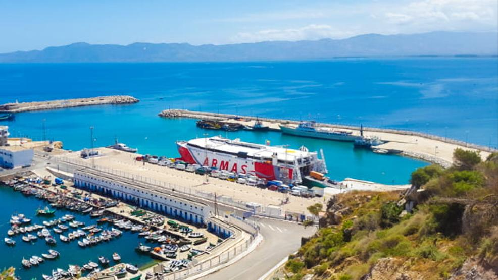 ميناء الحسيمة يستعد لإستقبال الأنشطة التجارية إلى جانب المسافرين