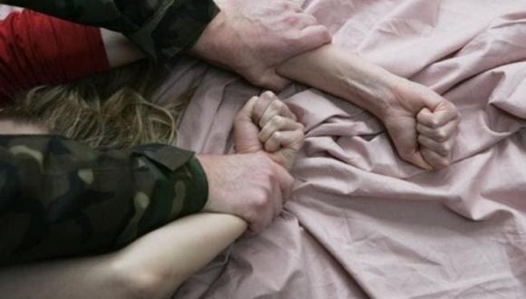 كارثة.. أب يمارس الجنس على ابنته سنة كاملة بعد مرض والدتها طالبا منها تعويضها في الفراش