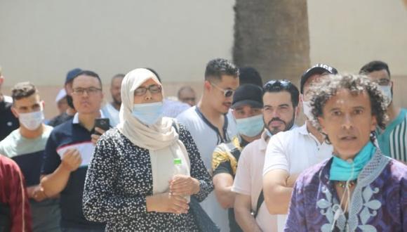 """وقفة احتجاجية بوجدة للعاملين بقطاع الأعراس """"فقدنا الثقة فالحكومة بسبب قرار المنع"""""""