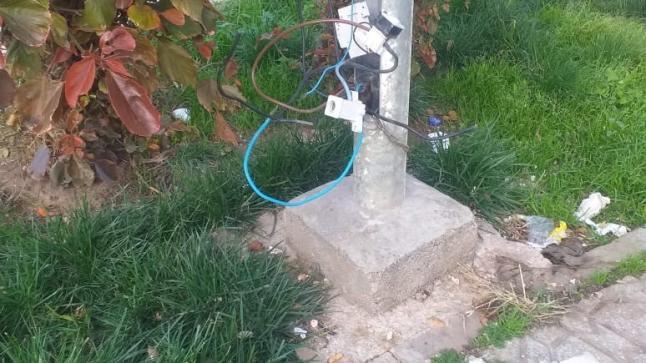 خطر الأسلاك الكهربائية العارية يستفحل بمدينة الناظور و أسفل أعمدتها و خزاناتها فمن المسؤول