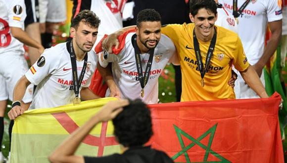 نجوم مغاربة يدافعون عن حظوظ إشبيلية أمام برشلونة في نصف نهائي كأس ملك إسبانيا