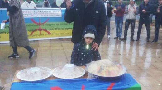 """الحركة الأمازيغية: تحتفل """"بالسنة الأمازيغية 2968"""" بالكسكس والشعارات أمام البرلمان"""