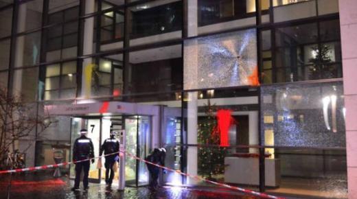 """صور : خسائر مادية مهمة في إعتداء تخريبي على مقر شركة """"فيسبوك"""" بألمانيا"""
