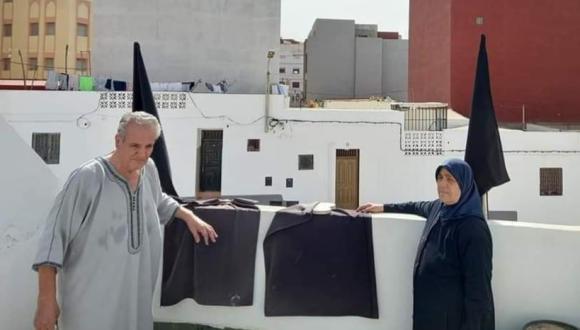 مرةً أخرى.. عائلة الزفزافي ترفع الأعلام السوداء على سطح البيت يوم العيد