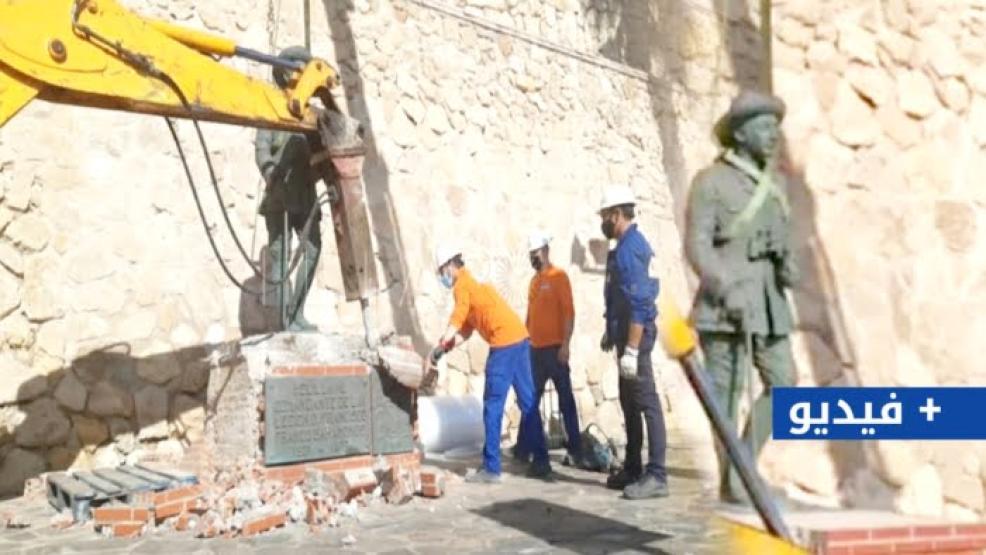 """إسبانيا تزيل تمثال الديكتاتور """"فرانكو"""" من مليلية (فيديو وصور)"""