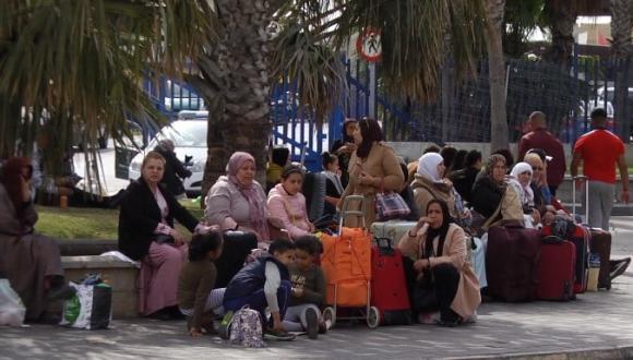"""حزب الشعب بمليلية """"معاناة العالقين وصمة عار على حكومة المغرب وإسبانيا"""""""