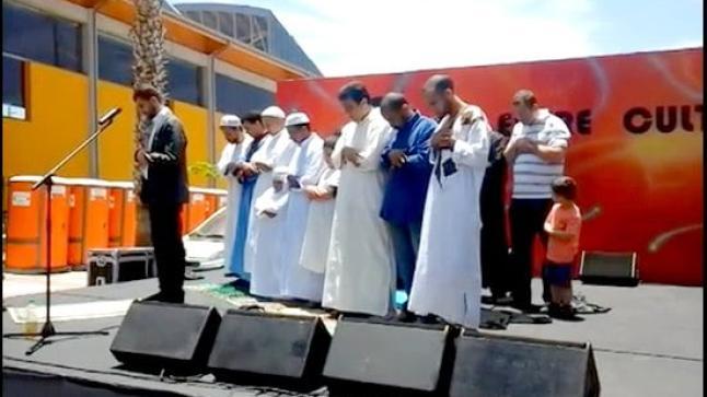 فيديو: المسلمون يؤذنون ويصلون في ساحة عمومية بجزر الكناري