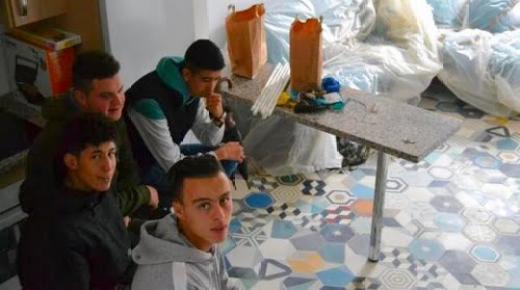 عائلة اسبانية تتبرع بمنزل لفائدة مهاجرين بينهم مغاربة (صور)