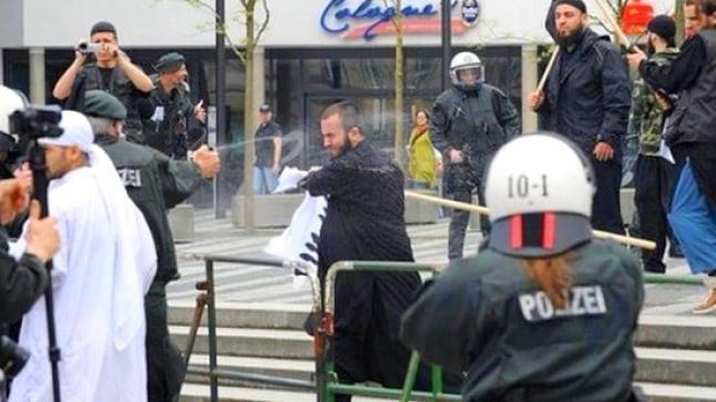 داعش في قلب المانيا: 23 جريحا في مواجهات بين اكراد وإسلاميين متشددين