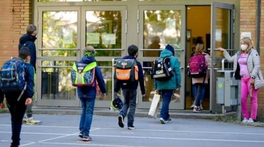 فرنسا تغلق 22 مدرسة بسبب إصابات بالفيروس