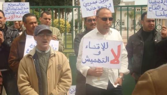 """موظفون بالدريوش يحتجون ضد رئيس جماعة """"أزلاف"""" ويستنكرون صمت وزارة الداخلية (صور)"""