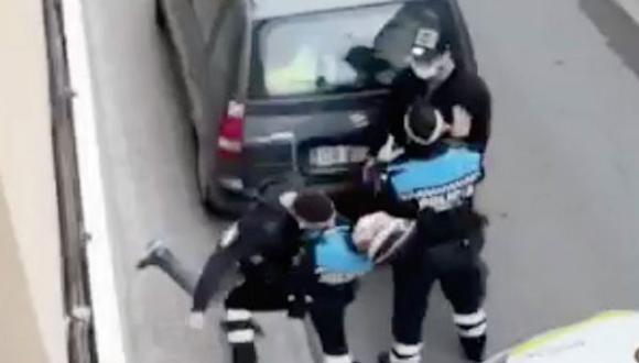 مهاجر مغربي يكسر أنف شرطي في برشلونة