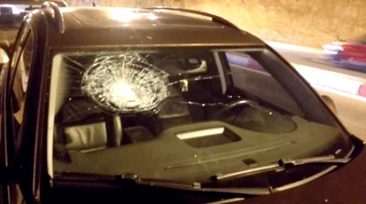 """اعتقال مجرم """"خطير"""" هاجم مواطنين وهشم سياراتهم بمدخل مدينة الحسيمة"""