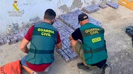جزر الكناري.. اعتقال 19 شخصًا في تفكيك أكبر شبكة يقودها مغربي تنشط في تهريب الحشيش المغربي