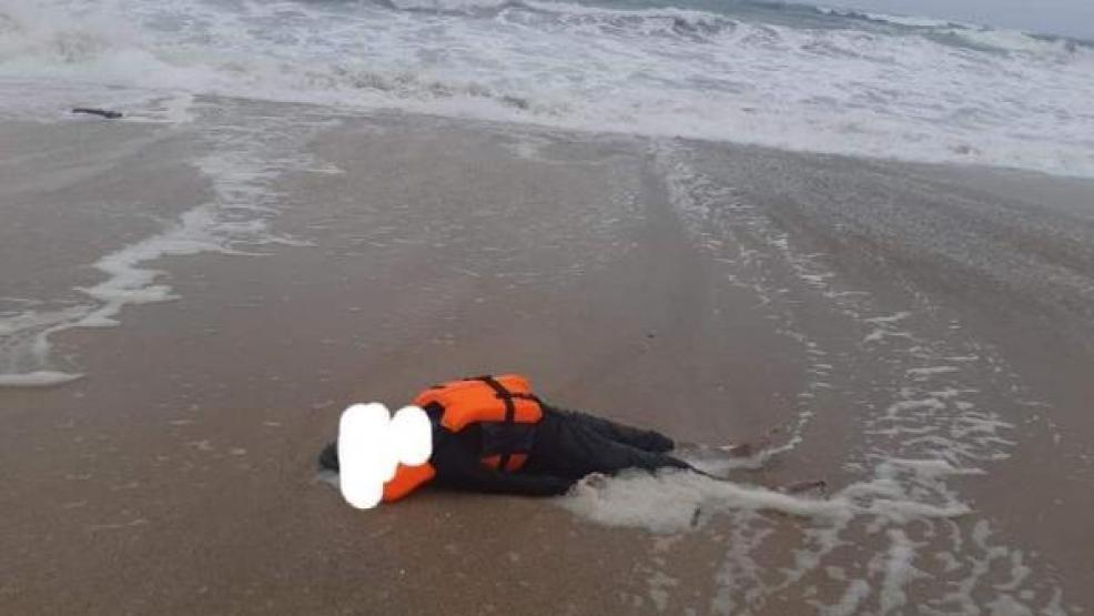 """مؤلم.. البحر يلفظ جثة مهاجر بشاطئ """"الريفيين"""""""
