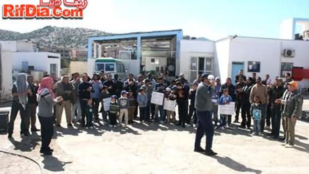 عمال تعاونية الحليب ببني بوعياش يحتجون رفقة أطفالهم