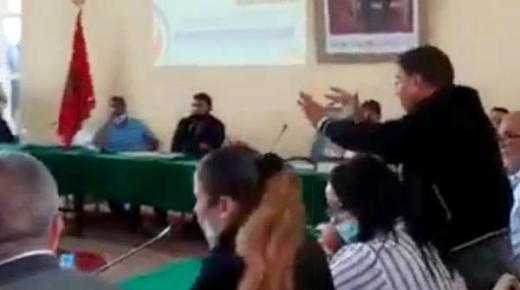 """مصير مستشار جماعي قام بحركة """"لا أخلاقية"""" خلال دورة أكتوبر"""