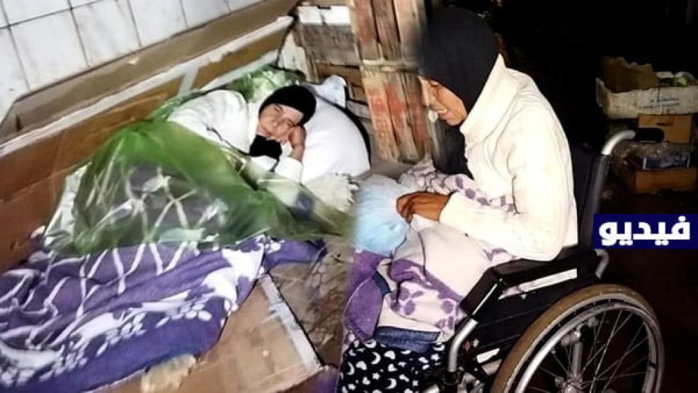 شاهدوا.. العثور على امرأة متخلى عنها أمام المستشفى الحسني بالناظور ، ومواطنون يتدخلون