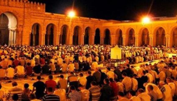 """مواطنون يحتجون على """"زيادة التراويح"""" بعد زيادة الأسعار بهذه الدولة الإسلامية"""