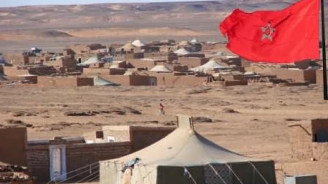 عشرات الأعلام المغربية ترفرف للمرة الثانية في سماء تندوف