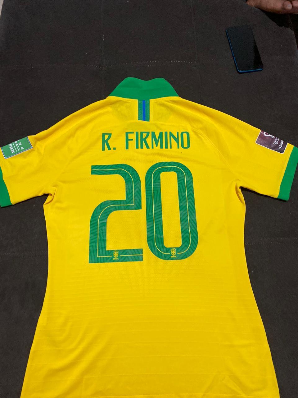 Foto  - @amejoaoguilherme  - Camisa autografada FIRMINO  (Liverpool)