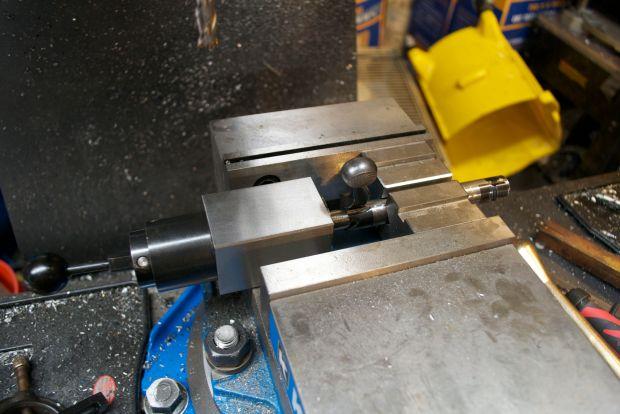 bolt in milling machine vise